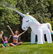 Grote Opblaas unicorn met sproeier 254x86x203cm